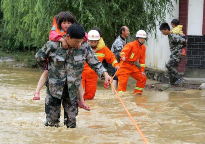 Около 60 тысяч жителей Китая пострадали от наводнений