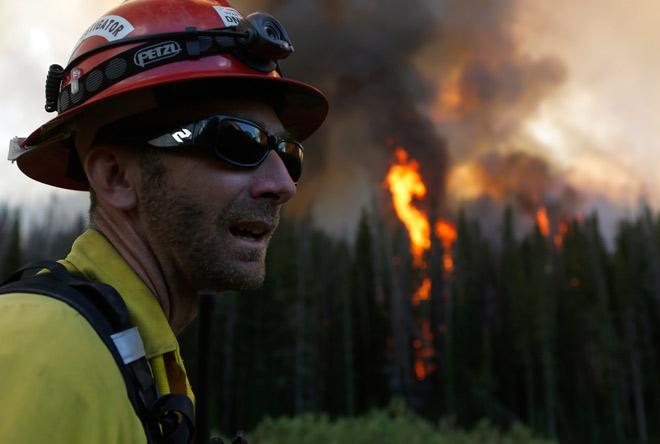 Из-за лесного пожара на Аляске проводят эвакуацию людей