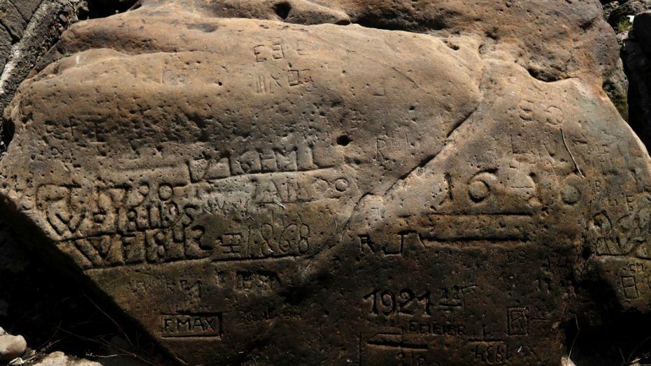 В Европе массово появляются древние камни с пугающими надписями