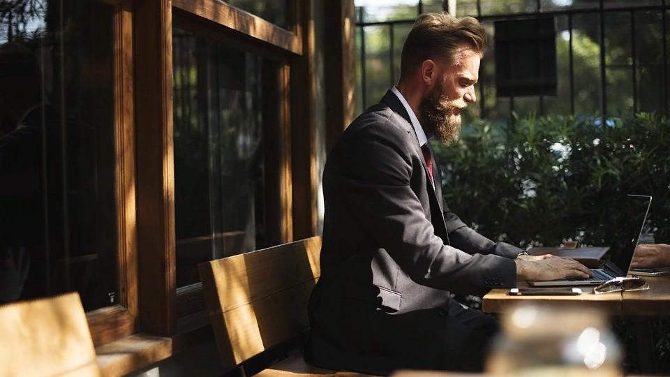 Как отрастить бороду с помощью средств для ухода: бальзамы и не только