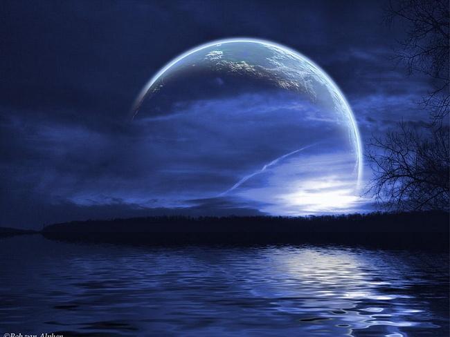 Луну корежит от земной гравитации