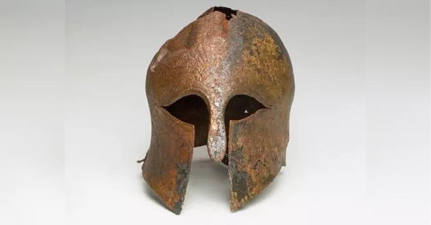 В Израиле нашли шлем древнегреческого воина возрастом 2600 лет