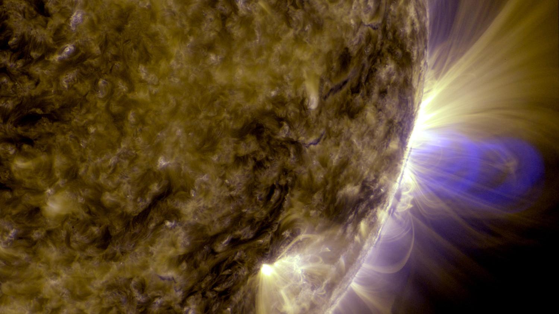 NASA обнародовало изображение странных петель на поверхности Солнца