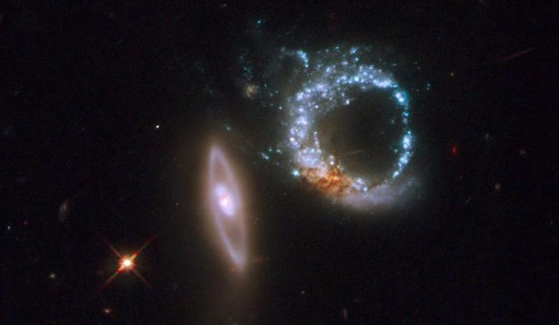 NASA обнародовало уникальное фото двойной галактики