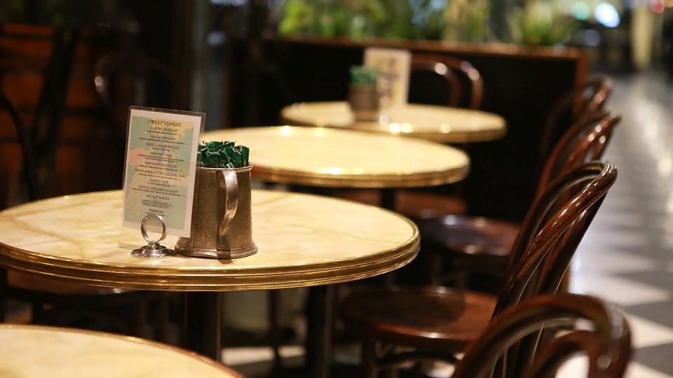 Сочетая дизайн и практичность: мебель для ресторанов и открытых кафе