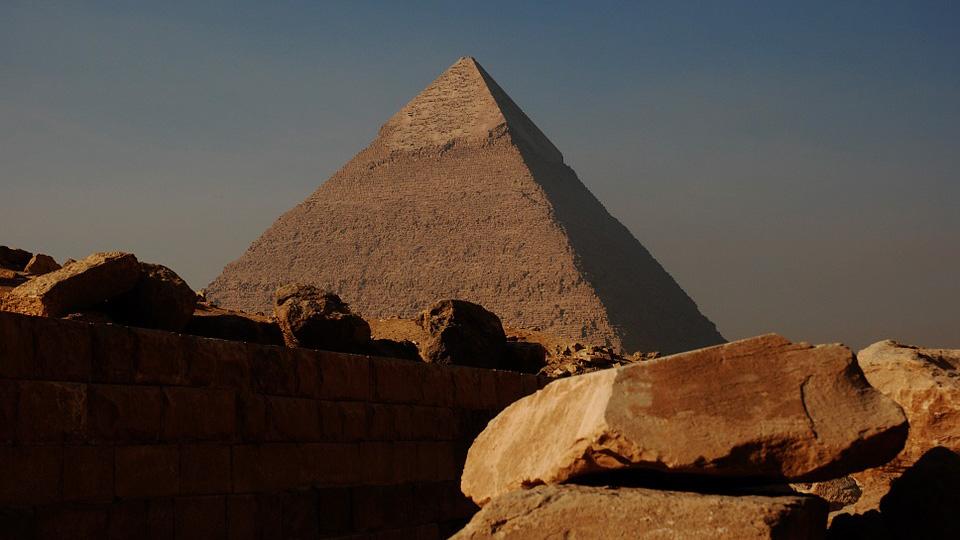 В пирамиде Хеопса обнаружили изображения танка, вертолета и субмарины