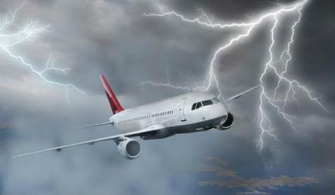 В Исландии молния пробила дыру в самолете