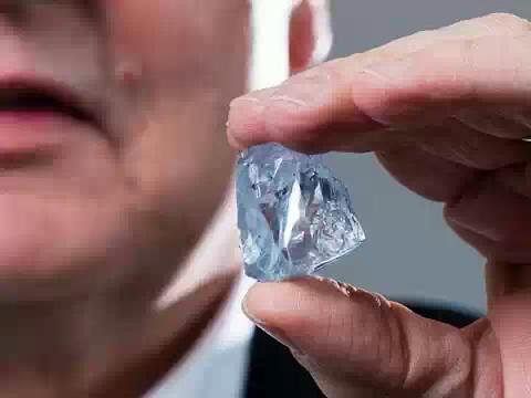 В ЮАР нашли уникальный голубой алмаз