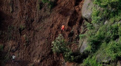 Трое подростков погибли при сходе оползня в Бразилии