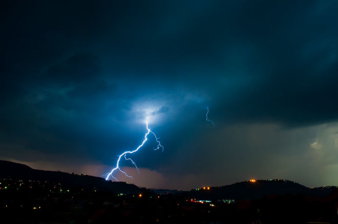 Молния ударила в подростка во время экскурсии по Везувию