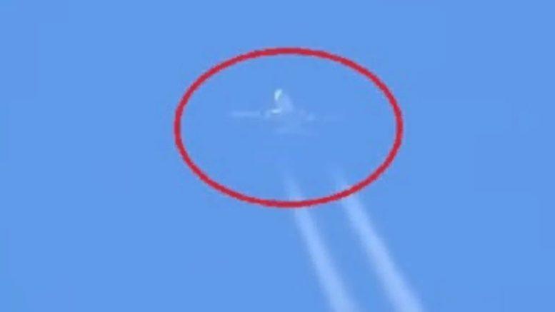 В небе на глазах у людей исчез самолет