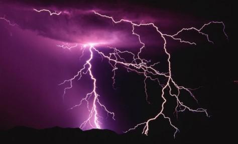 В Малайзии от удара молний погибли два человека