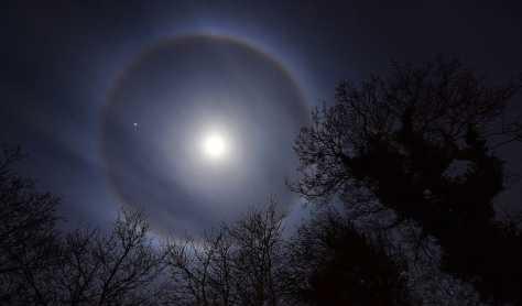 Лунное гало наблюдали в Великобритании