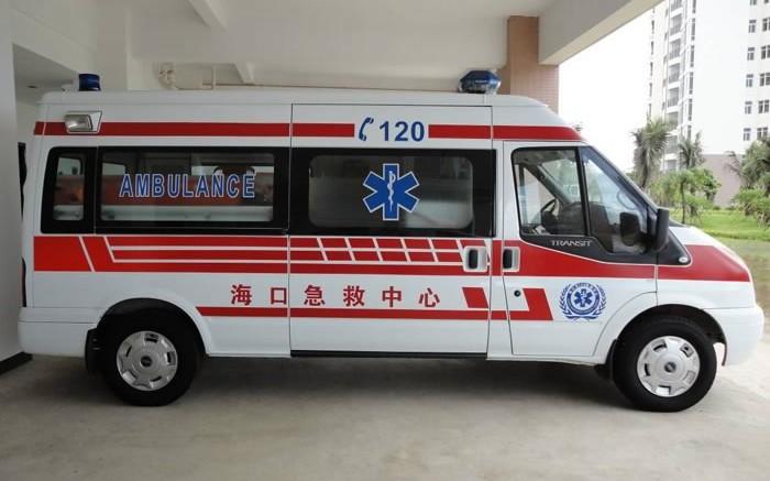 В Китае мужчина застрял в унитазе, пытаясь достать телефон