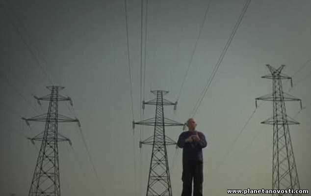 Выдерживающий напряжение в миллион вольт серб начал лечить электричеством