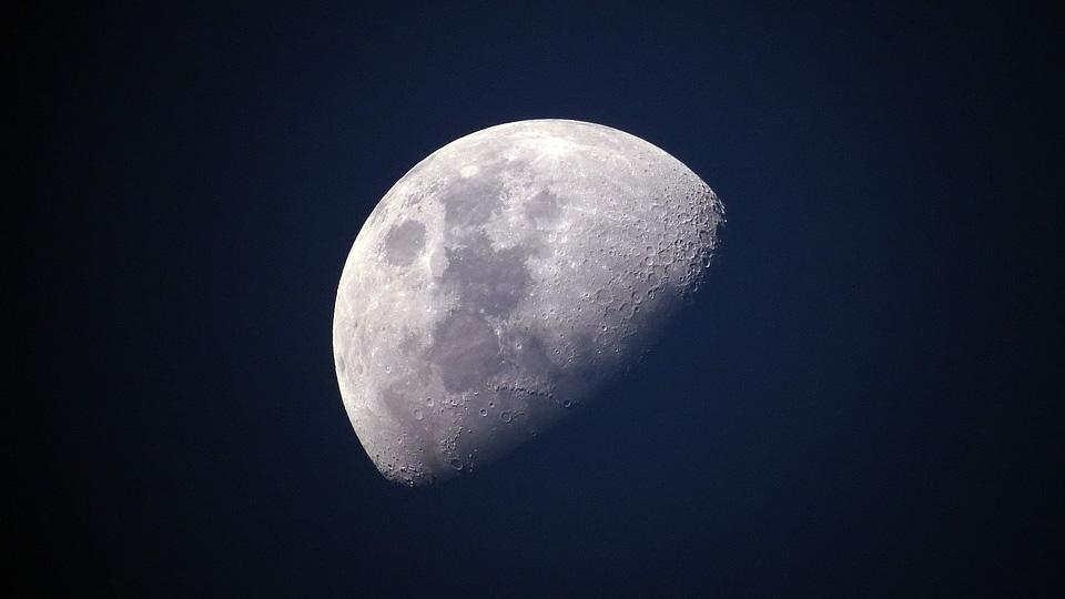 На Луне есть жизнь: на спутнике Земли нашли секретную базу