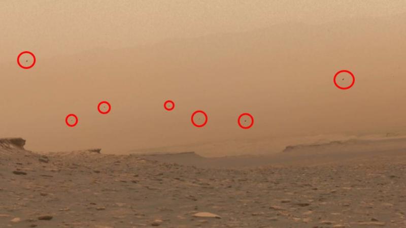 На снимках Марса обнаружили большое количество летающих объектов