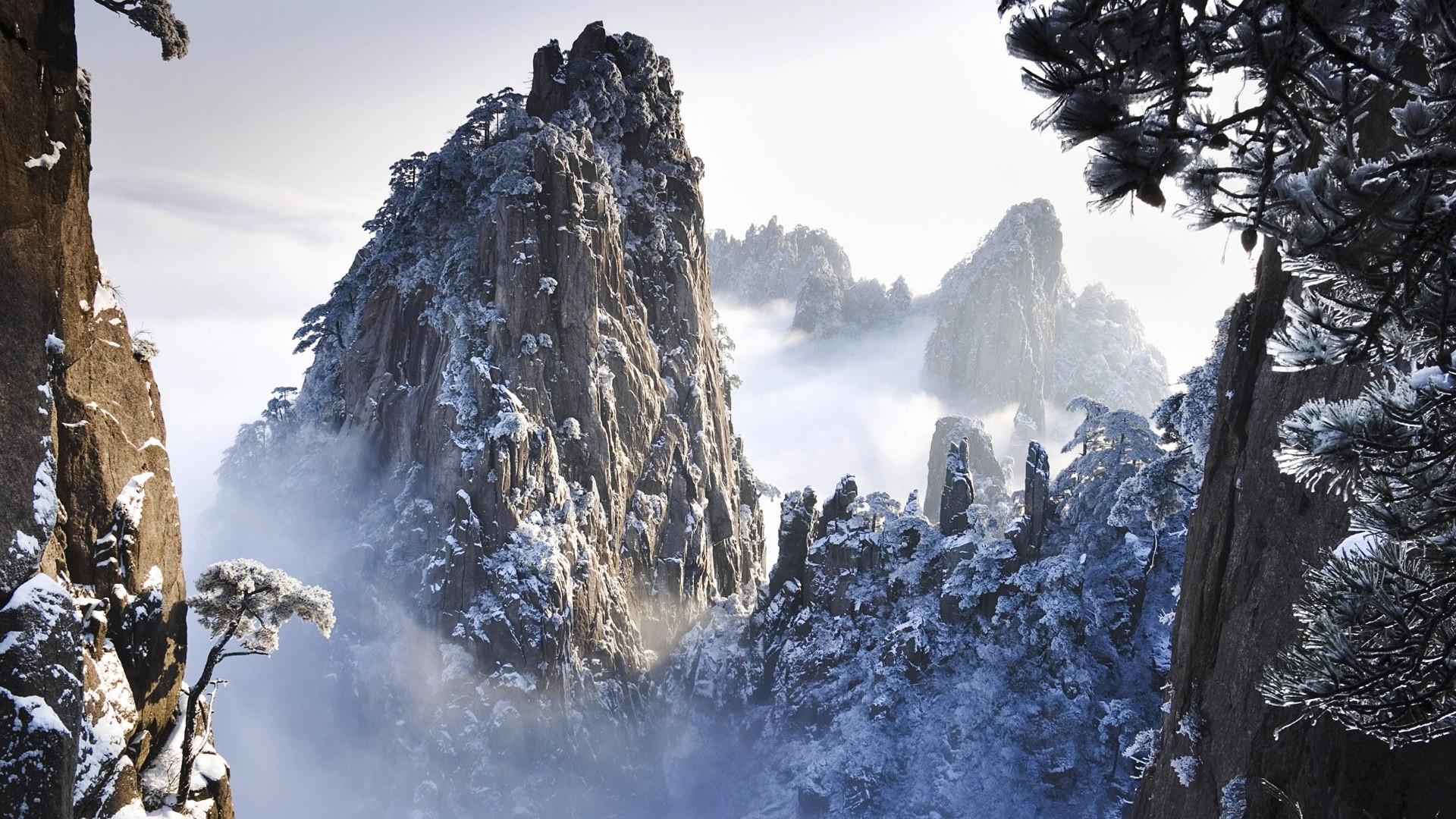 В Китае ученые исследуют странное место с аномальной погодой