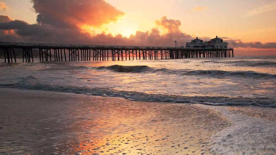 В Калифорнии из океана исходит неприятный запах