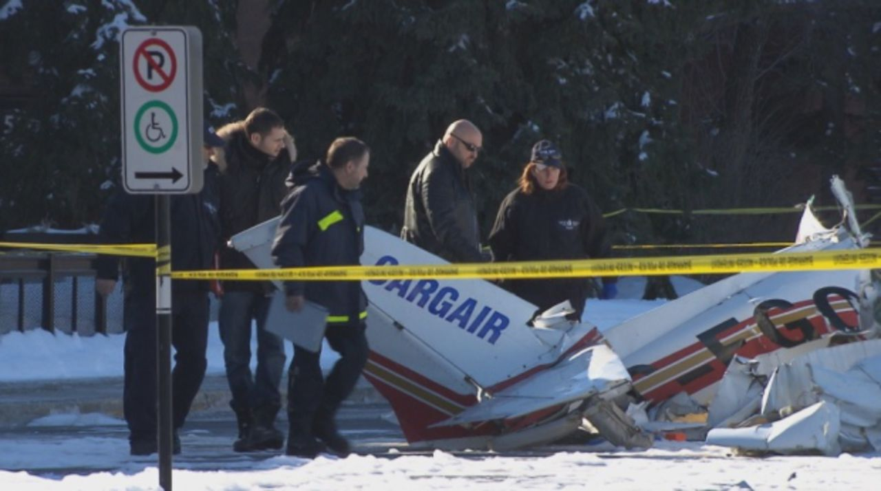 В Канаде над одним из торговых центров столкнулись два самолета
