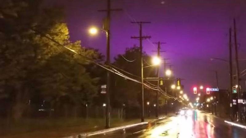 Небо над США окрасилось в фиолетовый цвет