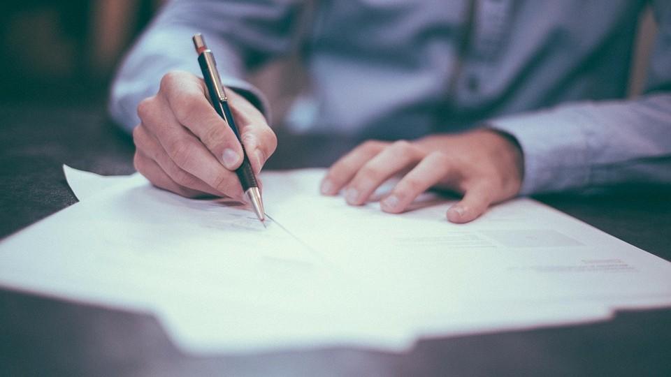 Оформление договора купли-продажи квартиры у нотариуса как способ безопасности