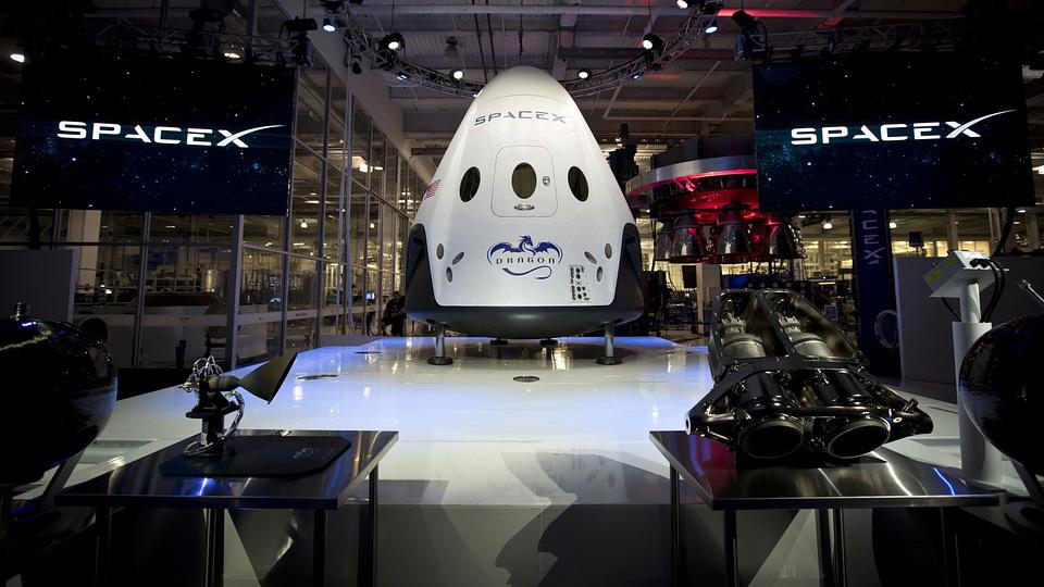 Илон Маск будет доставлять в космос американское оружие