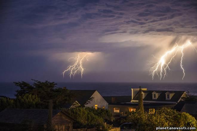 В австралийском Перте разгулялись молнии