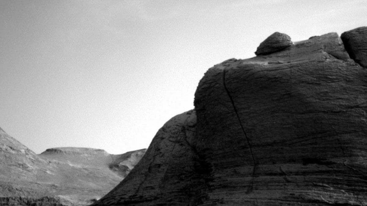 Марсоход Curiosity запечатлел облако, плывущее по марсианскому небу