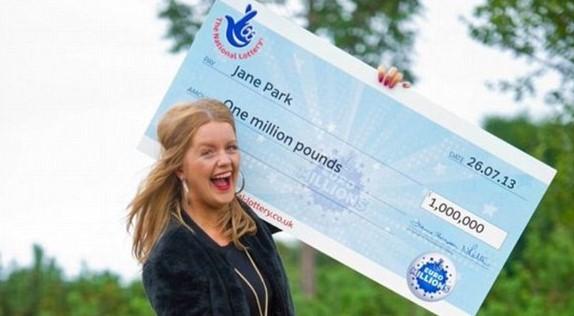 Девушка, которой посчастливилось выиграть 1 млн фунтов подала на лотерею в суд