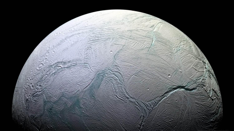 НАСА объявило о наличии признаков жизни на Энцеладе