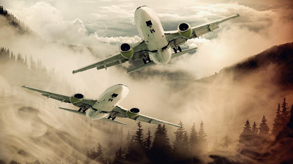 Пилоты двух самолетов наблюдали в небе над Ирландией странные огни