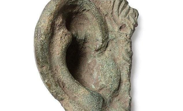 В Великобритании нашли бронзовое ухо римской статуи