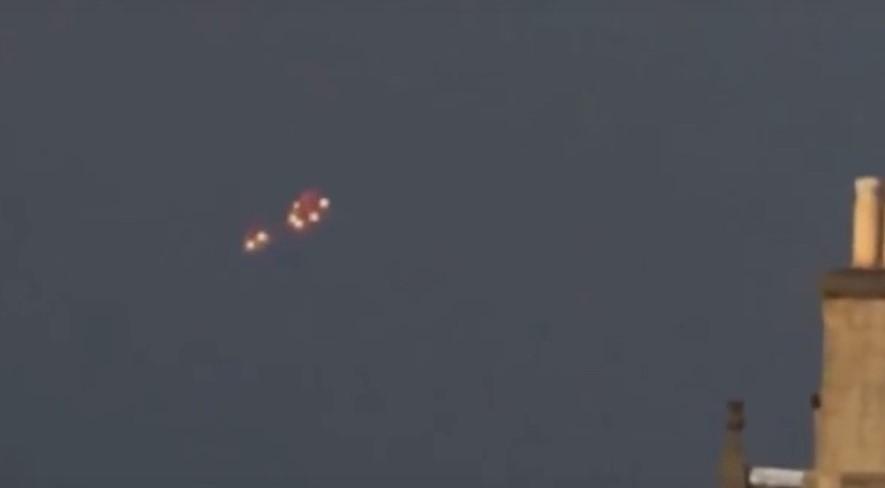 В вечернем небе Нормандии наблюдали яркий НЛО с мигалками
