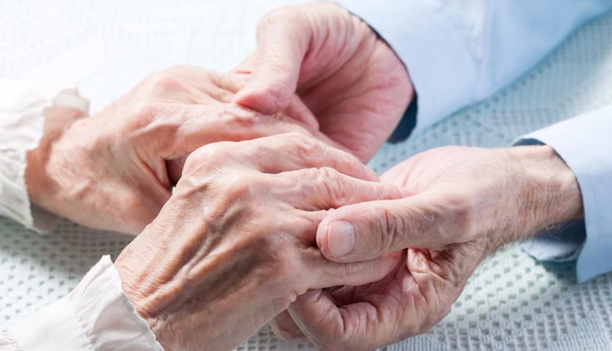 В США прожившие вместе 69 лет супруги умерли в один день, держась за руки