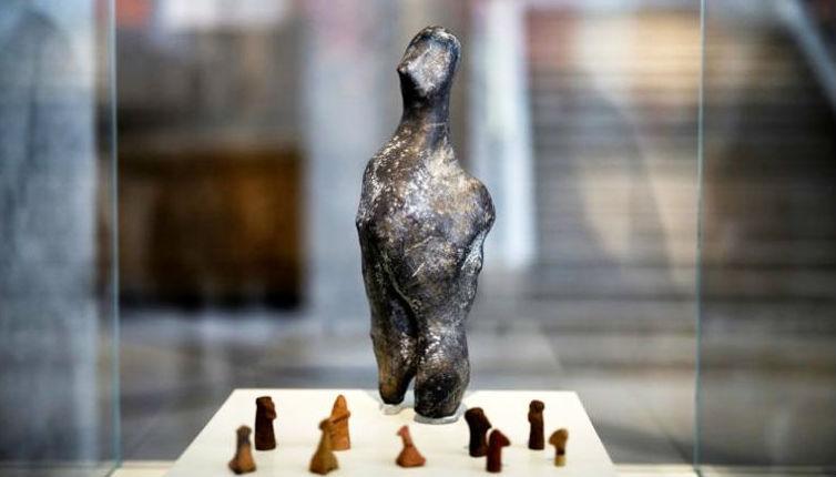 В музее Греции выставили загадочный инопланетный артефакт из неолита
