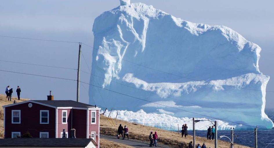 К берегам Канады прибыл гигантских айсберг