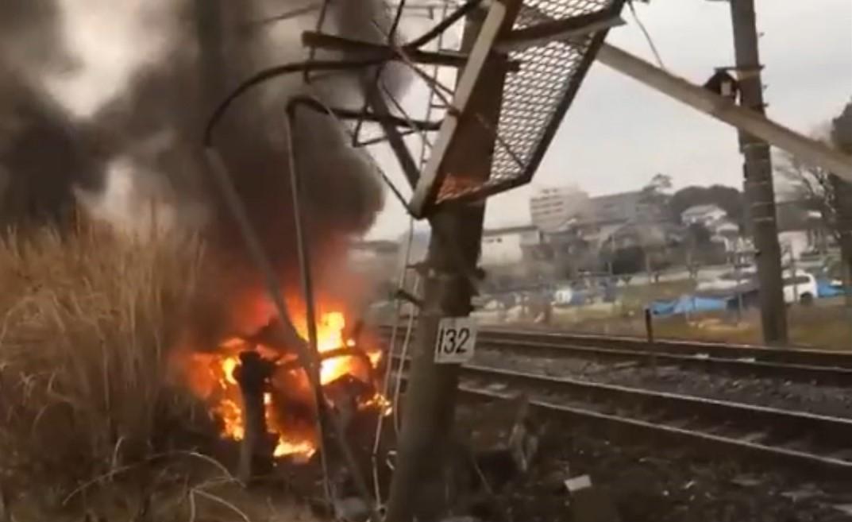 В Японии из-за столкновения с автомобилем поезд сошел с рельсов