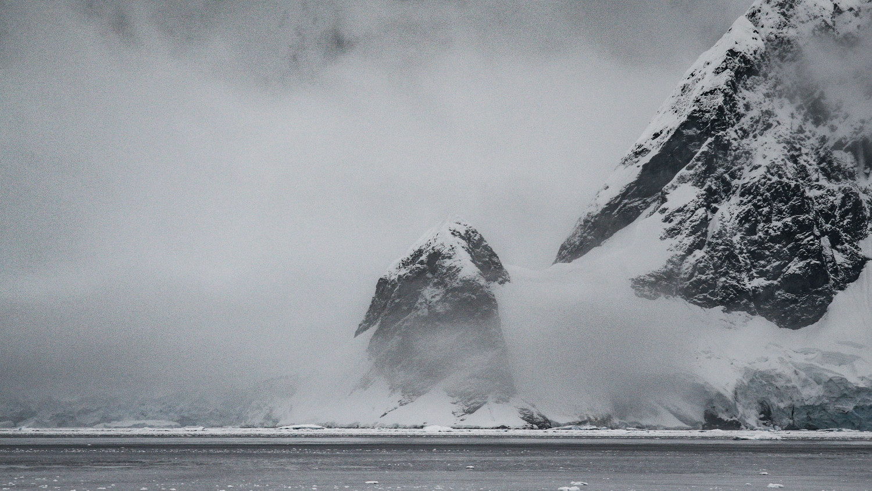 Инопланетная база или астероид: в Антарктиде обнаружили 300-километровый металлический объект
