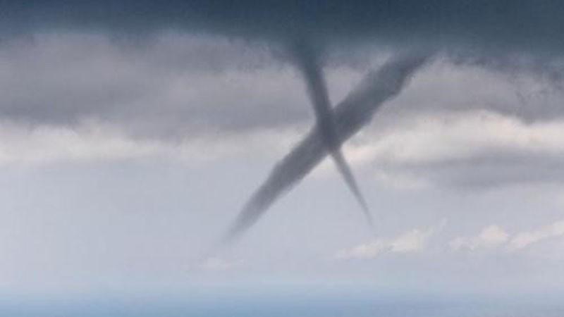 В небе над Италией появился огромный крест