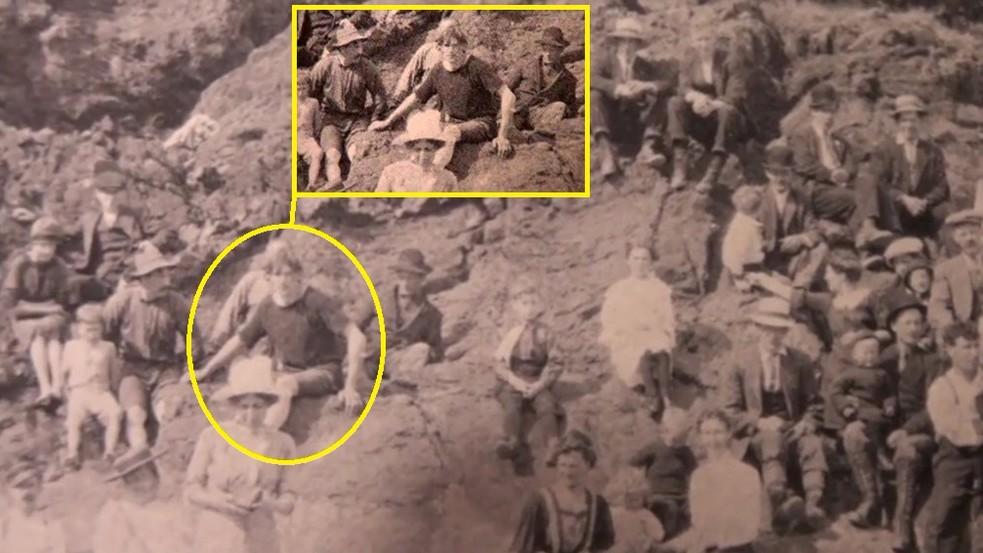 На фотографии, сделанной в 1917 году, нашли путешественника во времени
