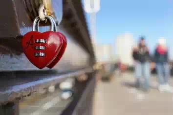 Любовные замки на мостах будут сломаны