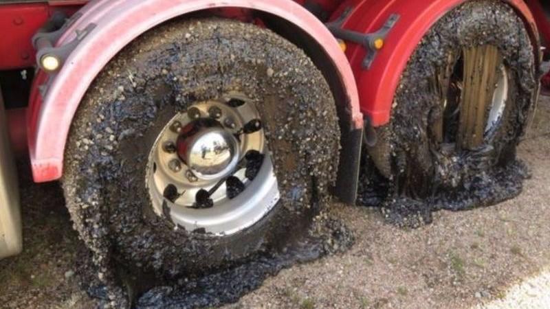 В Австралии из-за аномальной жары плавятся дороги