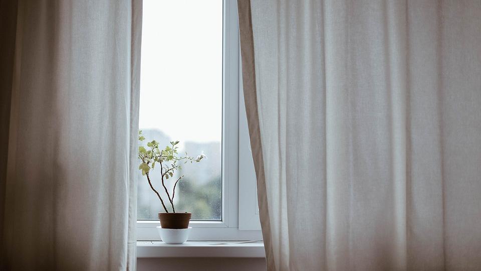 Якісне скління лоджій вікнами Рехау в Києві від VOKNE.com.ua