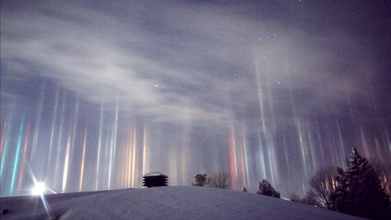 Потрясающее явление световых столбов разукрасило ночное небо Онтарио