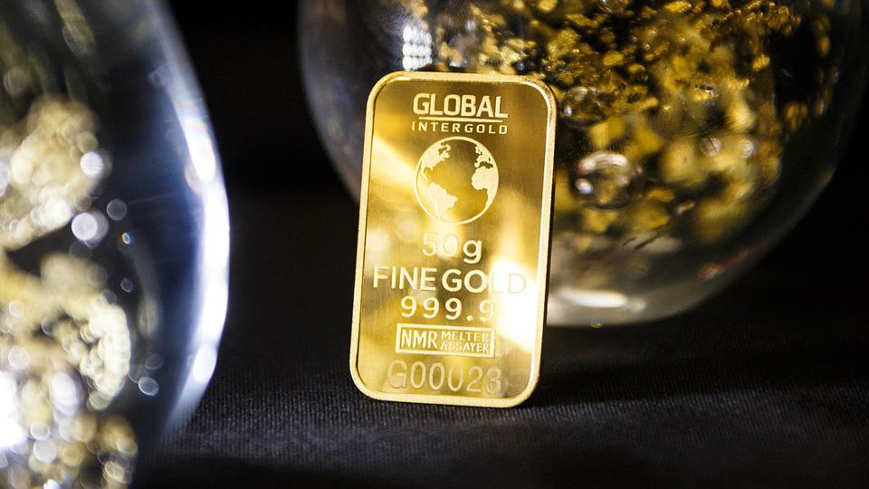 Страны Европейского союза тоннами скупают золото