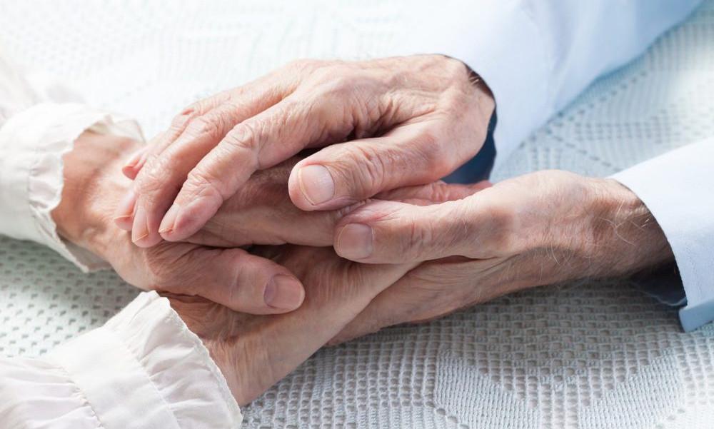 Супруги, прожившие вместе 70 лет, умерли в один день с разницей в 4 минуты