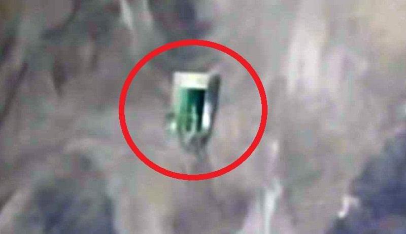 Женщина в прямом эфире МКС заметила «капсулу с пришельцем»