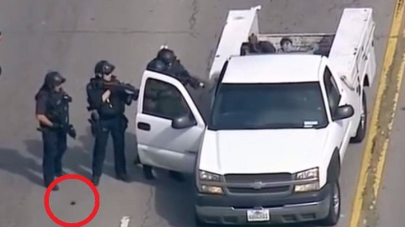 В США во время задержания преступника от полицейского отделился странный объект