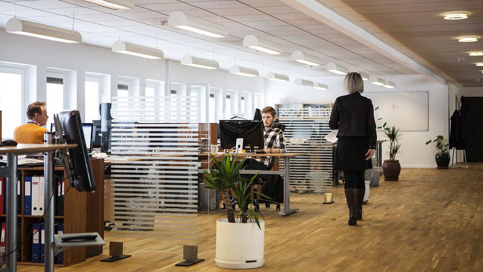 Качественные офисные светильники: где купить